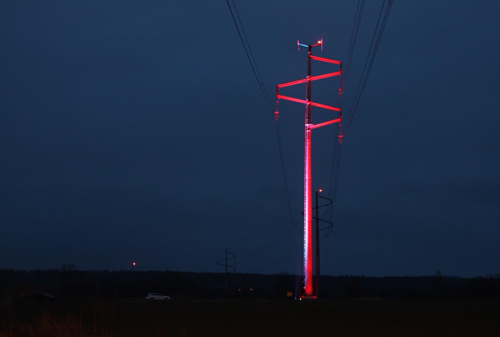 <h1>Designade kraftledningsstolpar</h1><h4>Som en del av Svenska kraftnäts nya elförbindelse SydVästlänken har ett  antal designade stolpar placerats vid passagen av Göta Kanal och Motala Ström</h4>