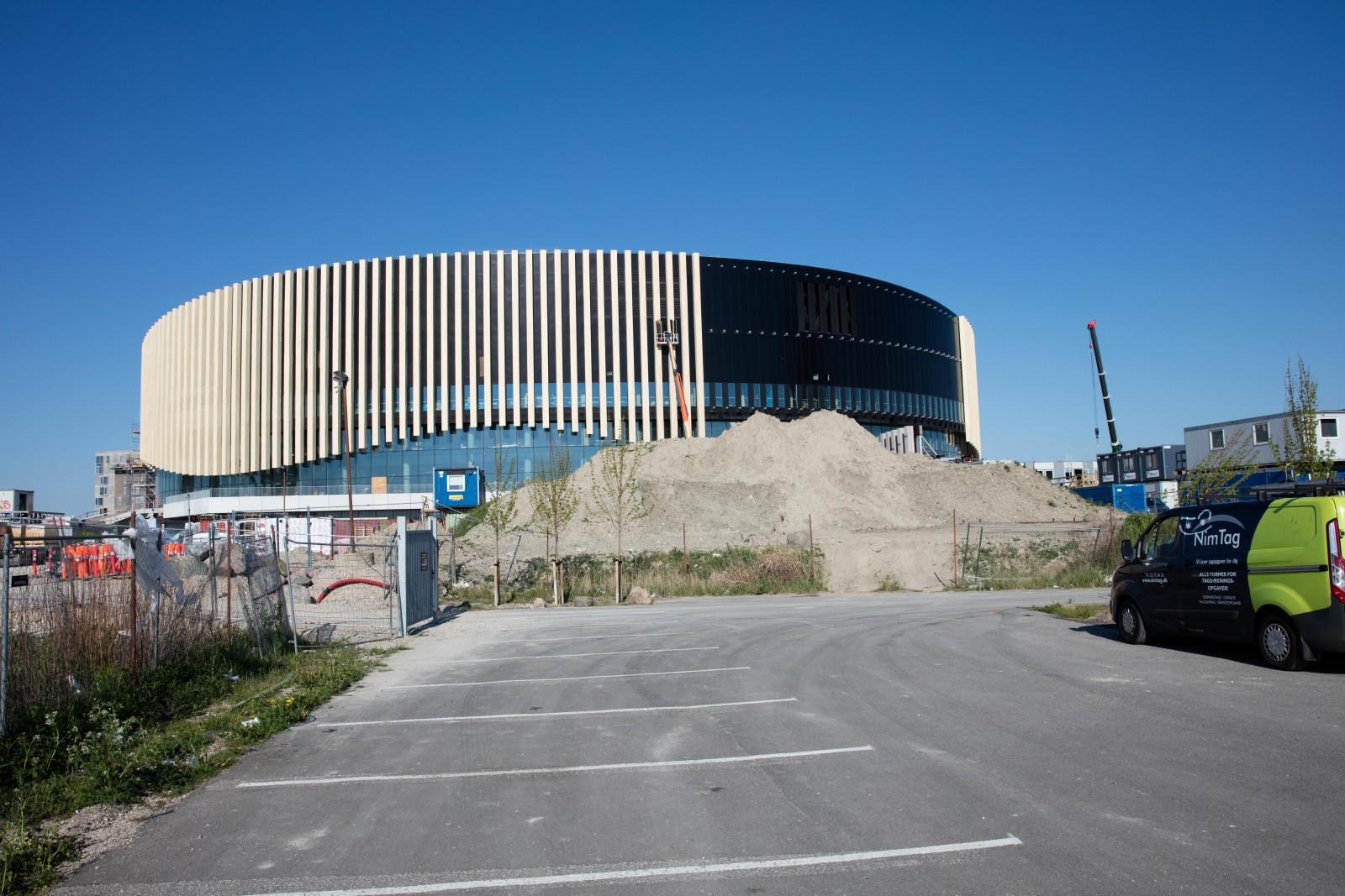 <h1>Royal Arena København</h1><h4>Belysning af lobby arealer med special udviklede armaturer for montage i lamellofter</h4>