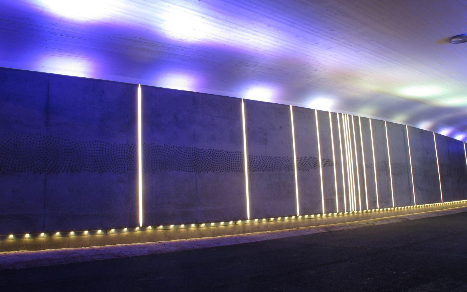 <h1>Vackrare tunnlar</h1><h4>Linköping kommun har satsat rejält på vackrare och säkrare utomhusmiljöer i staden. Ett bra exempel är tunneln In through out där ljuskonstnären Ulla Ridderberg jobbat tillsammans med ljusplanerare David Johansson.</h4>