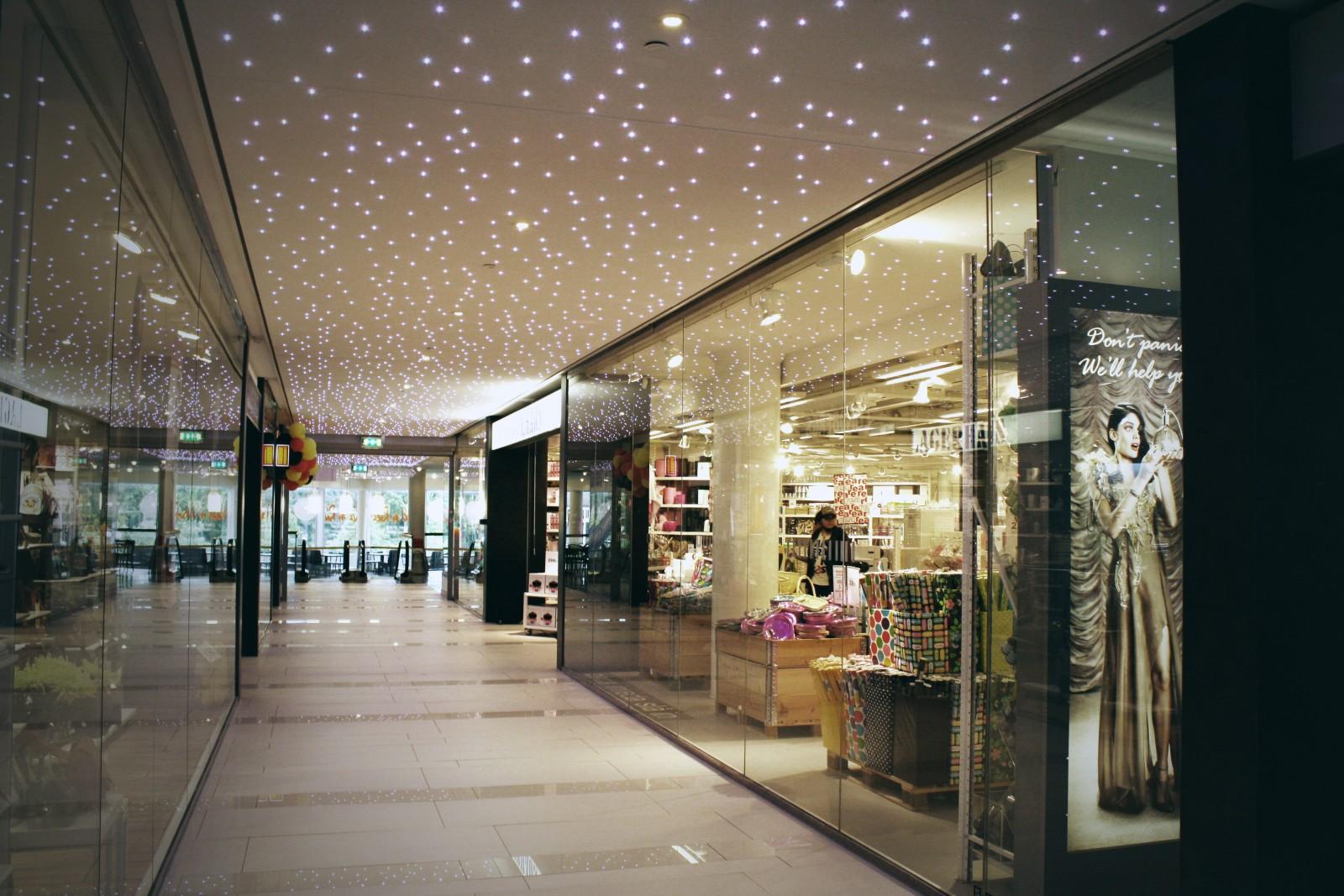 <h1>Skövdes indkøbcenter Commerce</h1><h4>Dynamisk LED stjernehimmel</h4>