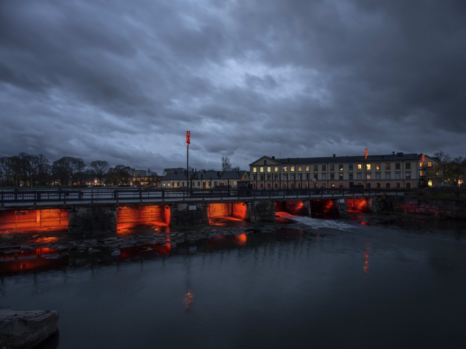 <h1>Faktori bridge</h1><h4>The light under the bridge  symbolizes the blast furnaces and the site-specific special fixture on the bridge illustrates the charred iron glowing. Stockholm Lighting has supplied dynamic fixtures from Lumen Pulse and control systems from Pharos to the sp</h4>