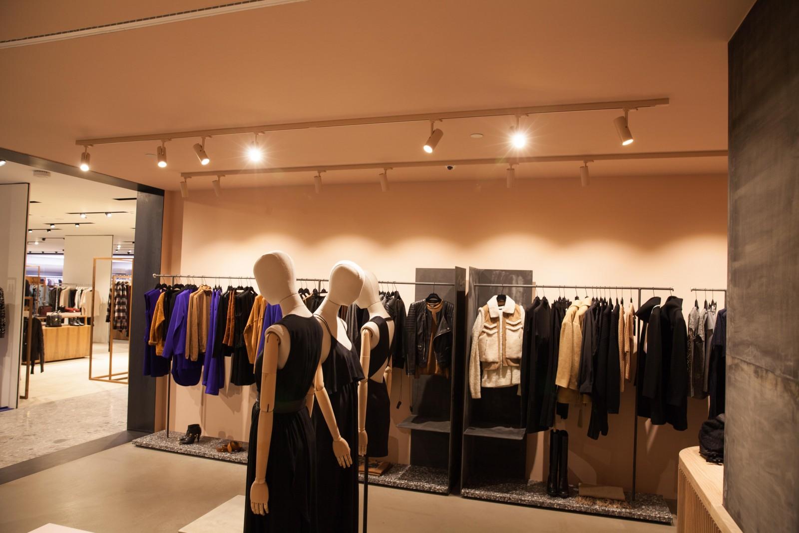 <h1>High End Fashion Store </h1><h4>Belysning Klassisk Messing armaturer og skinnespots med LED-kvalitets lys</h4>